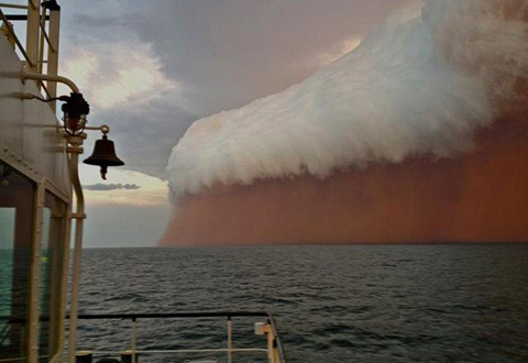 Freakish-dust-storm-on-the-west-coast-of-Australia-3