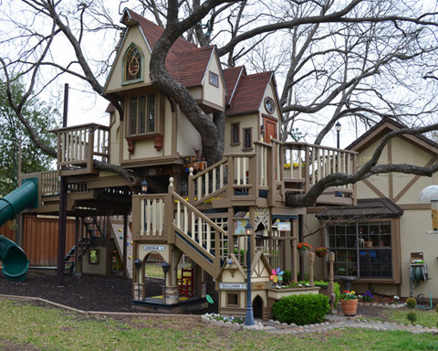 Texas Couple Built A Fabulous Tree House For Their Grandchildren