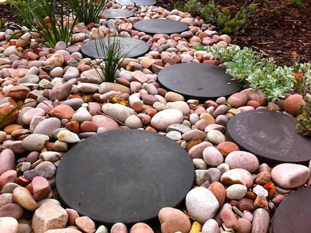 25-Lovely-DIY-Garden-Pathway-Ideas-21