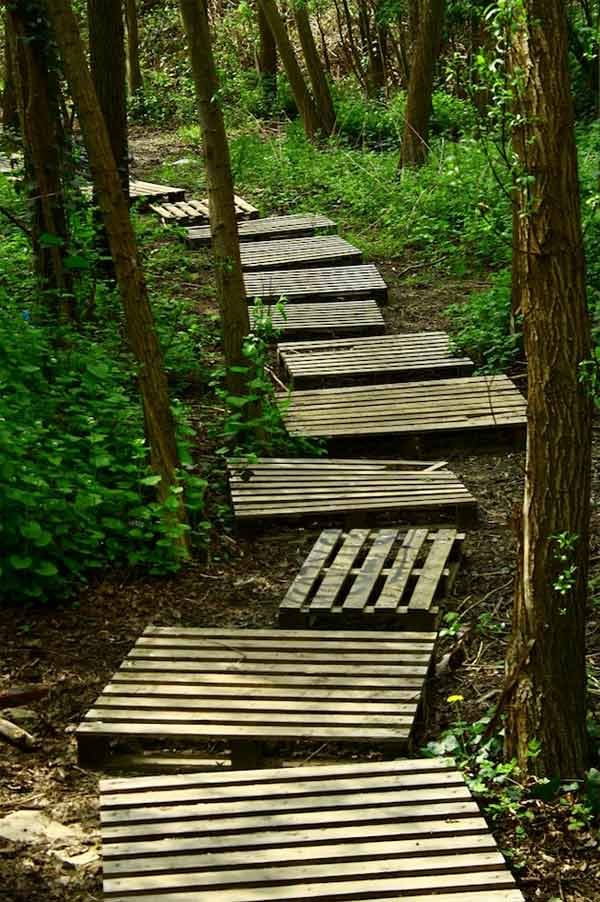 Garden Walkway Ideas the right path 15 wonderful walkway designs 25 Lovely Diy Garden Pathway Ideas 23
