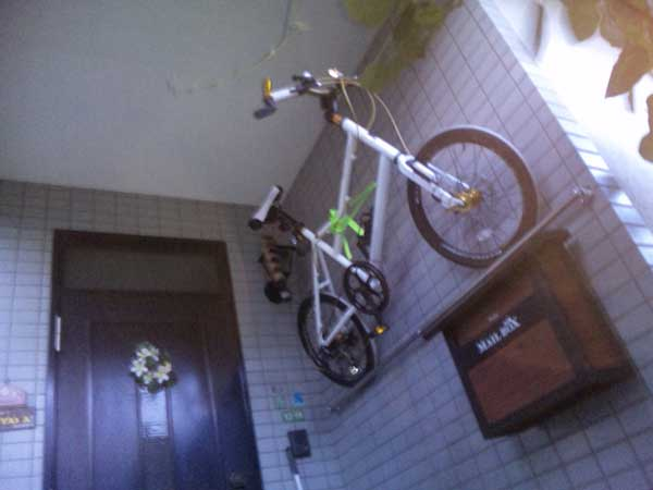 How-To-Park-Your-Bike-Indoors-16