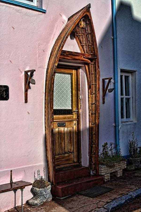 Repurpose-old-Boat-into-decorative-doorway