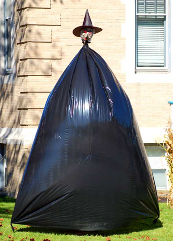 Diy-Halloween-items-With-Trash-Bags-14-2