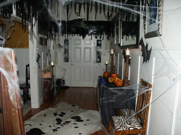 Diy-Halloween-items-With-Trash-Bags-15