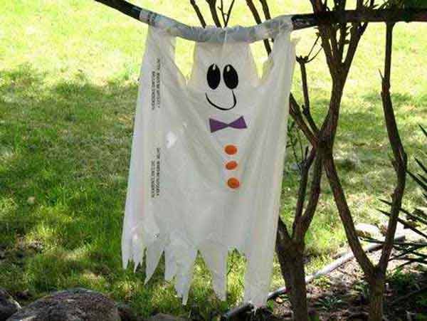 Diy-Halloween-items-With-Trash-Bags-16