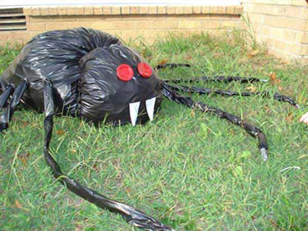 Diy-Halloween-items-With-Trash-Bags-17