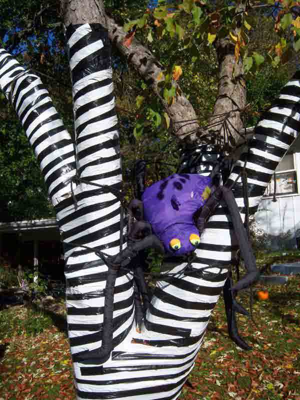 Diy-Halloween-items-With-Trash-Bags-6