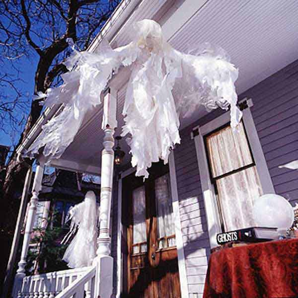 Diy-Halloween-items-With-Trash-Bags-8