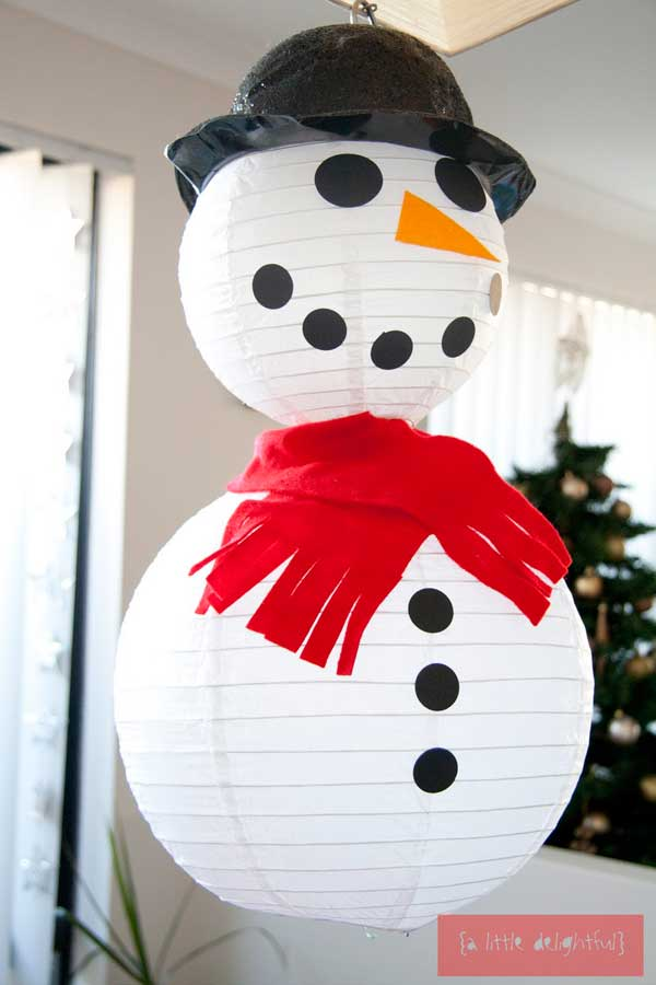 This holiday season, decorate your home with these fun and easy Christmas crafts. Your kids will love adorning the tree with handmade ornaments, dressing up your front door with a creative wreath.