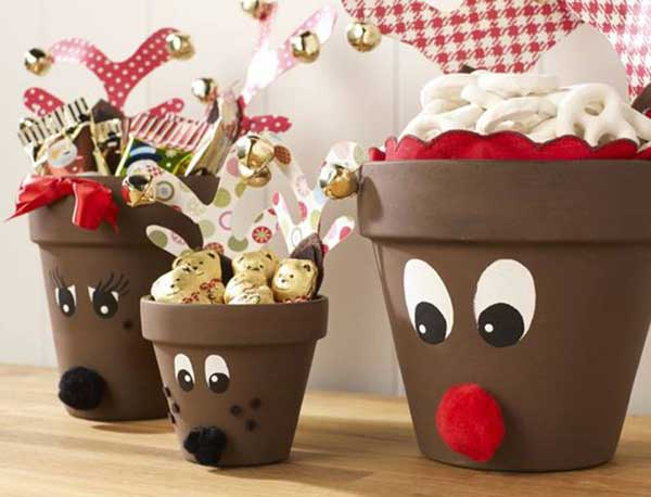 Create a reindeer family with terracotta pots