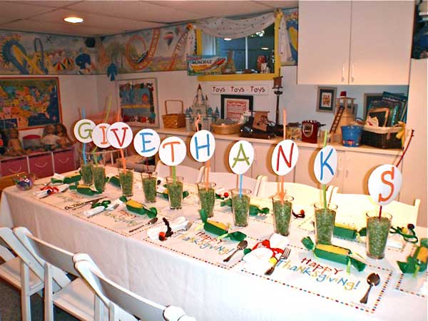 Inspiring-Thanksgiving-Kids-Tables-14