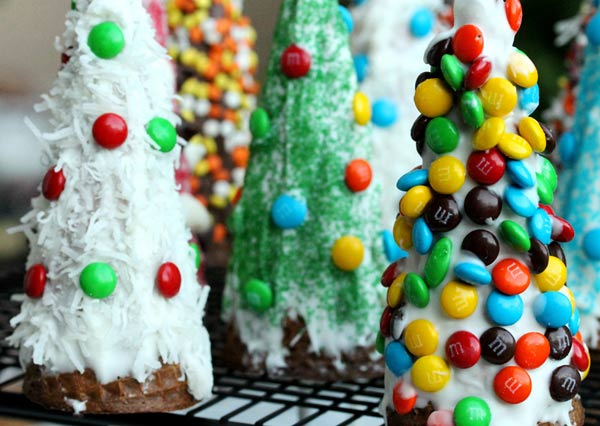 DIY-Christmas-Treats-Anyone-Can-Make-20
