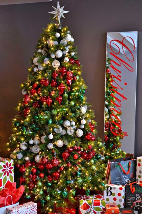 25 creative and beautiful christmas tree decorating ideas for Home made christmas tree decorations