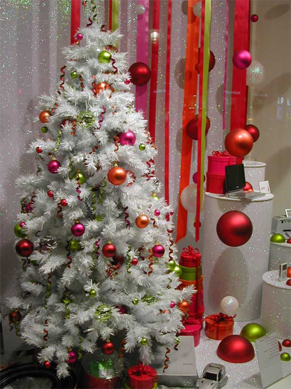25 creative and beautiful christmas tree decorating ideas for Interior xmas decorations