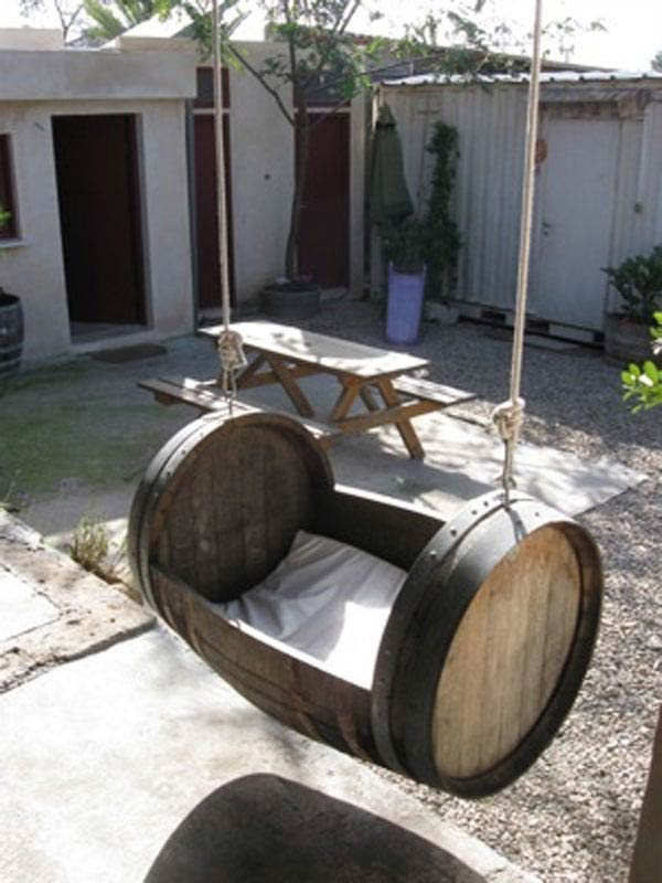 25 brilliant diy ways of reusing old wine barrels for Decoration jardin tonneau