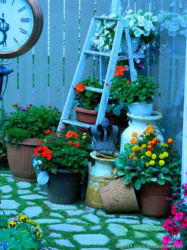 Diy-ways-to-reuse-an-old-ladder-3
