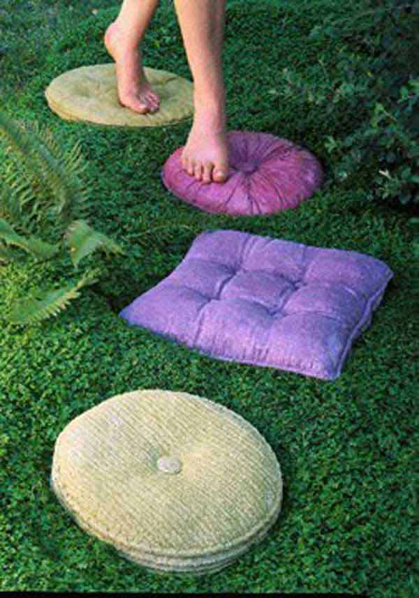 23 diy stepping stones to brighten any garden walk amazing diy interior home design. Black Bedroom Furniture Sets. Home Design Ideas
