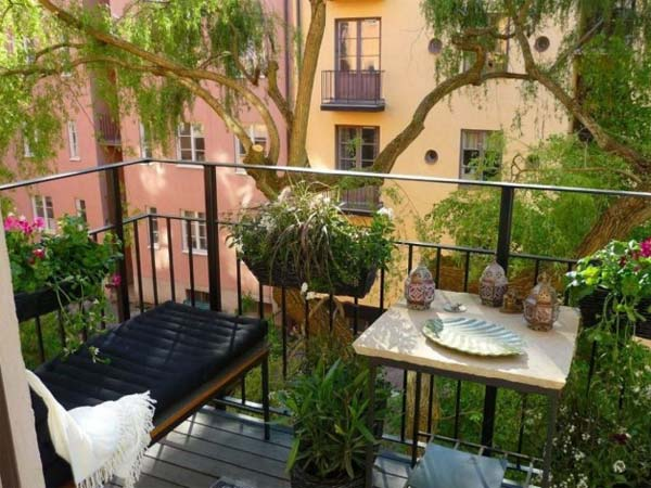 small balcony garden ideas 15