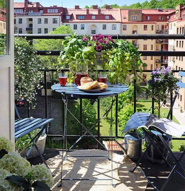 30 inspiring small balcony garden ideas scaniaz for Outdoor balcony decorating ideas