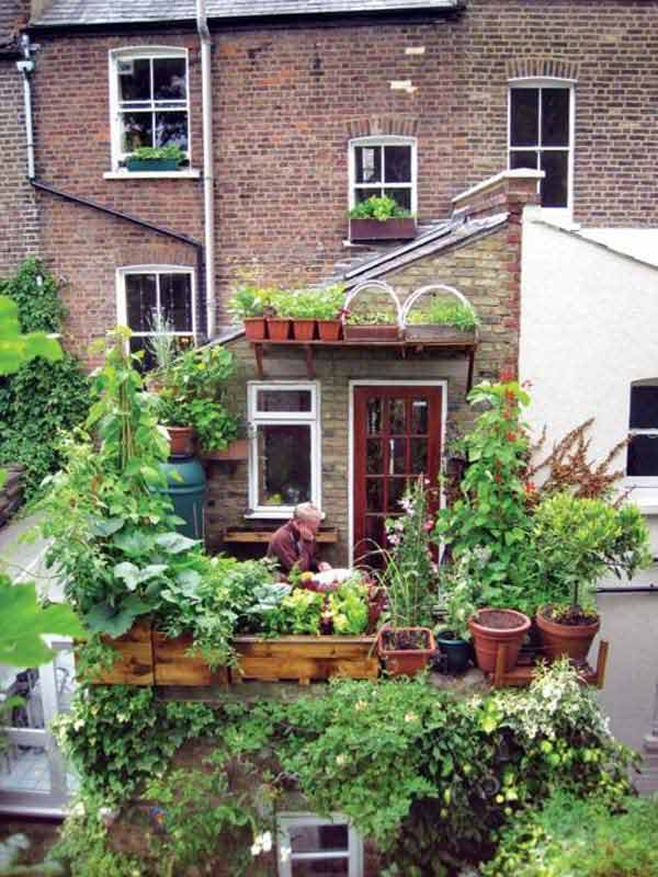 30 inspiring small balcony garden ideas amazing diy for Outdoor garden ideas for small spaces