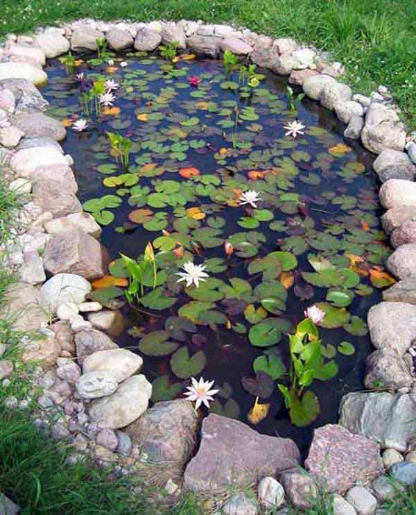 35 impressive backyard ponds and water gardens for Small garden with pond design