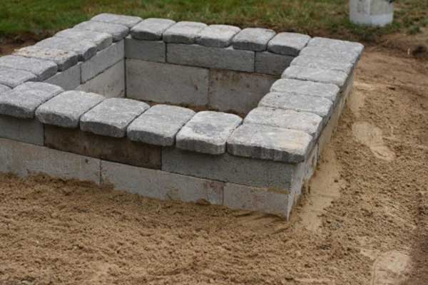 38 easy and fun diy fire pit ideas amazing diy interior for How to build a fire pit with concrete blocks