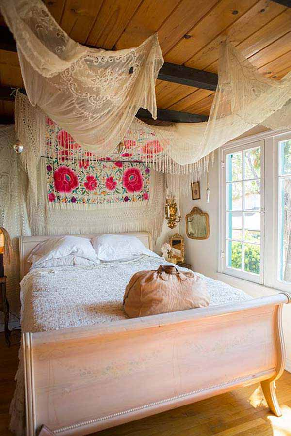 35 charming boho chic bedroom decorating ideas amazing for Bohemian style bedroom furniture
