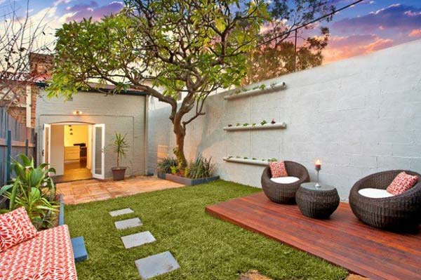 23 small backyard ideas how to make them look spacious and for Outdoor garden ideas for small spaces