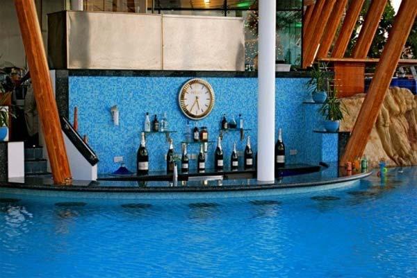 Summer-Pool-Bar-Ideas-14