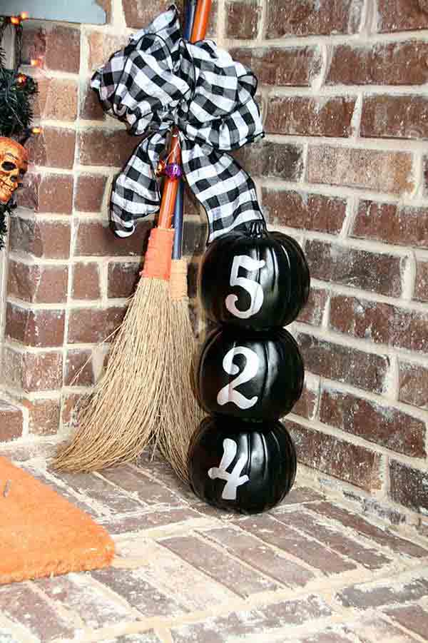 Halloween-porch-ideas-23-2