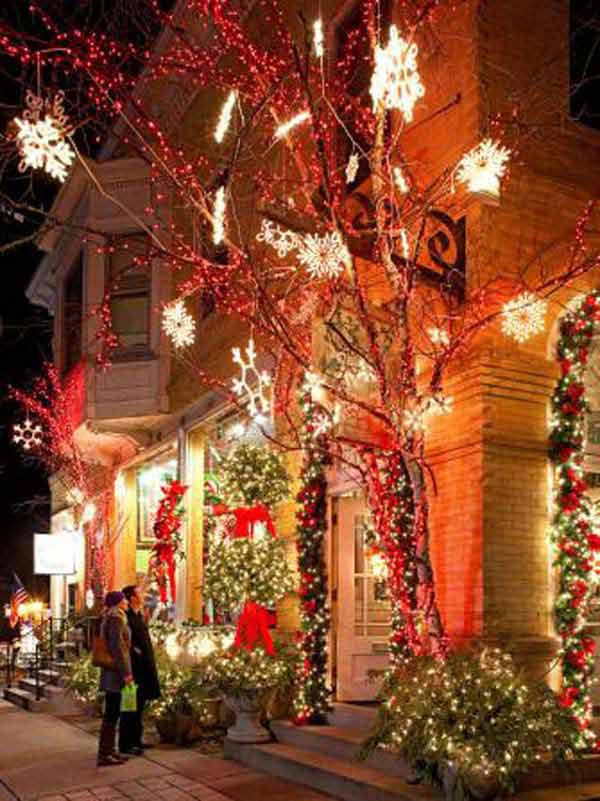 Top 46 outdoor christmas lighting ideas illuminate the for Amazing christmas decorations