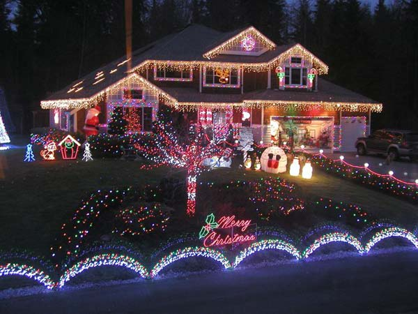 Outdoor-Christmas-Lighting-Decorations-20