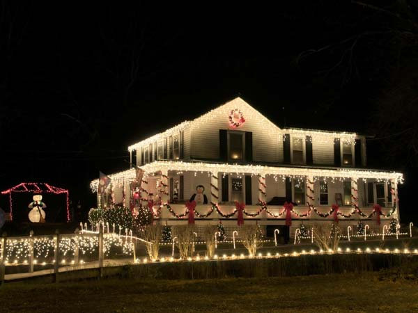 Outdoor-Christmas-Lighting-Decorations-21