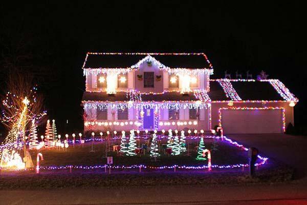 Outdoor-Christmas-Lighting-Decorations-43
