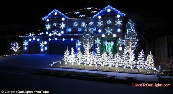 Outdoor-Christmas-Lighting-Decorations-45