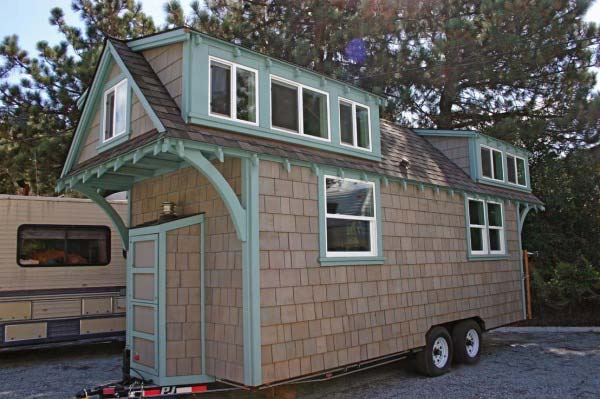 craftsman-bungalow-on-wheels-2