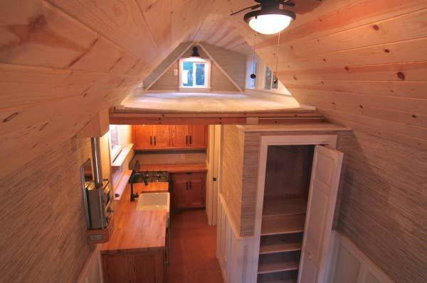 craftsman-bungalow-on-wheels-3