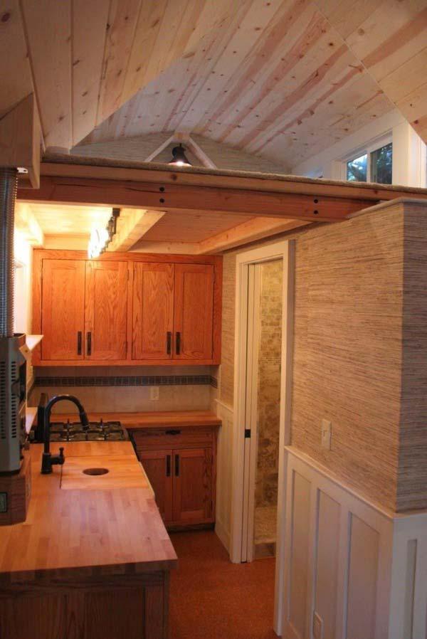craftsman-bungalow-on-wheels-4