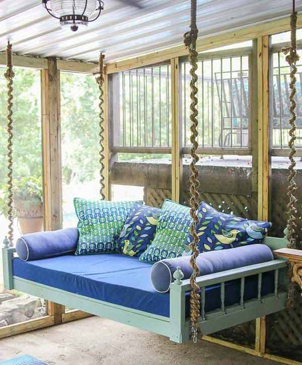 22 amazingly diy patio and garden swings amazing diy for Banca de madera para jardin