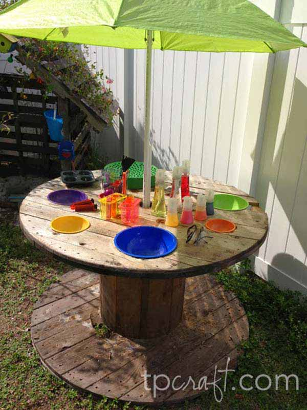 25 Playful DIY Backyard Projects To Surprise Your Kids - Amazing DIY on small gifts ideas, small backyard animals, small crafts ideas, small backyard projects, small painting ideas, small healthy breakfast ideas, small flower pot ideas, small playground ideas, small pools ideas, small patio furniture ideas,