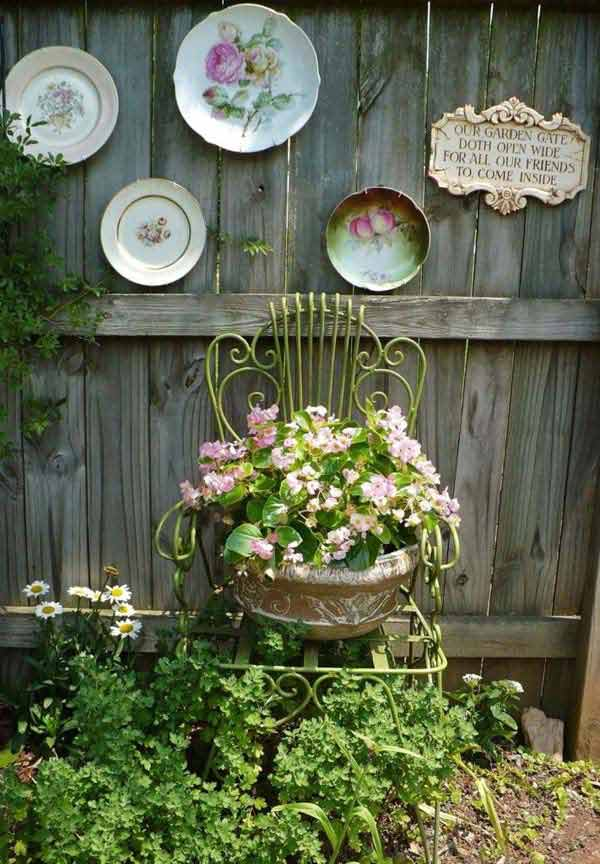 Top 23 surprising diy ideas to decorate your garden fence for Garden fence decorations