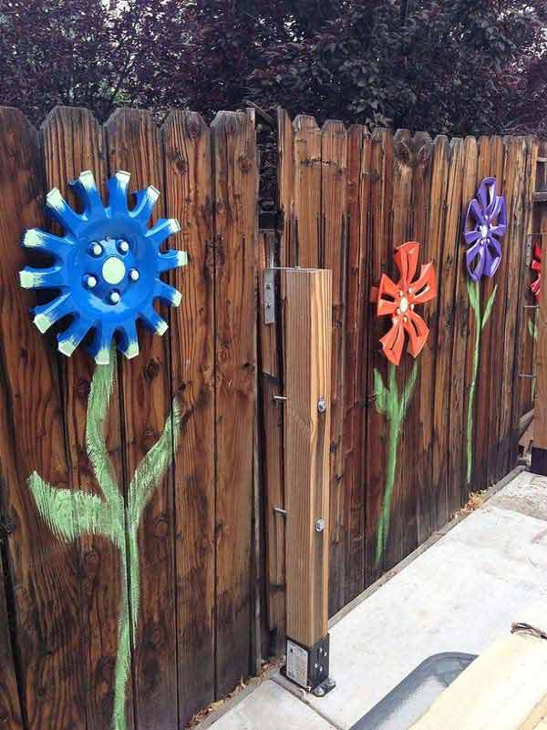 Top 23 surprising diy ideas to decorate your garden fence for How to decorate a backyard