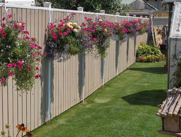 Top 23 surprising diy ideas to decorate your garden fence for Privacy wall planter