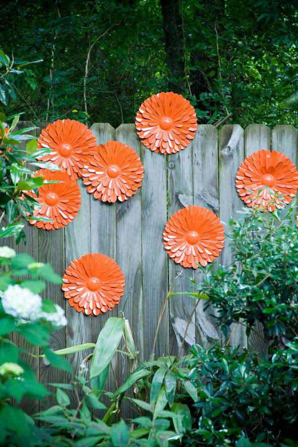 Top 23 surprising diy ideas to decorate your garden fence for Homemade garden decorations
