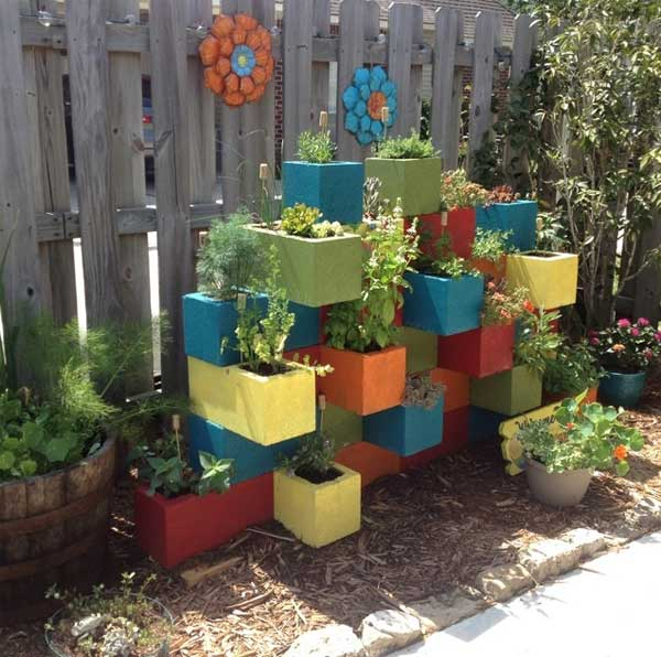 34 easy and cheap diy art projects to dress up your garden for Bloque de cemento para jardin