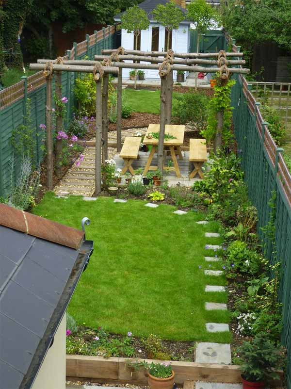18 clever design ideas for narrow and long outdoor spaces for Landscaping ideas for very small areas