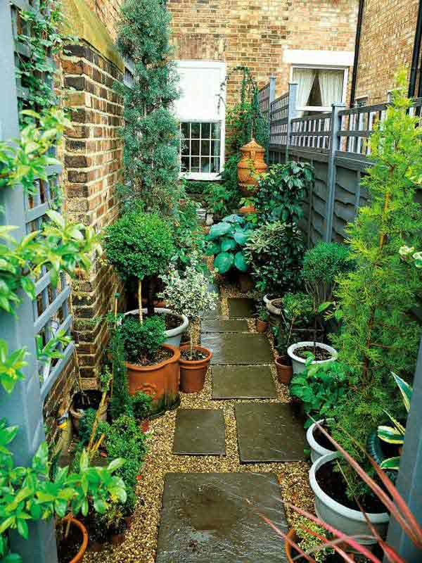 18 clever design ideas for narrow and long outdoor spaces for Tiny garden design