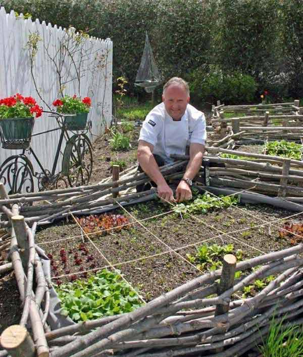 Garden-Bed-Edging-Ideas-Woohome-15