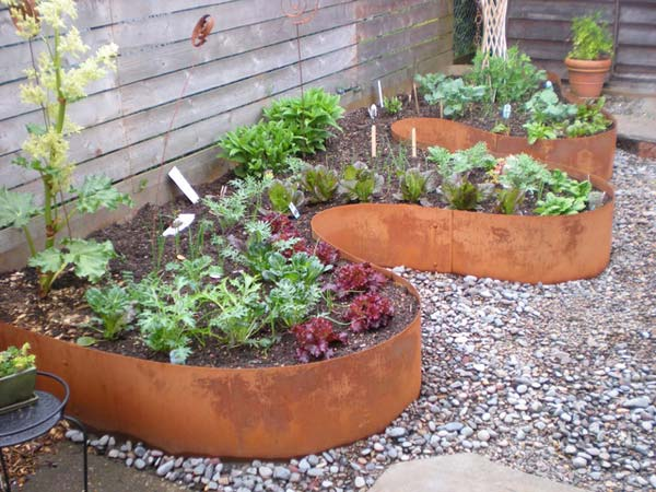 Top 28 surprisingly awesome garden bed edging ideas for Unique garden border ideas
