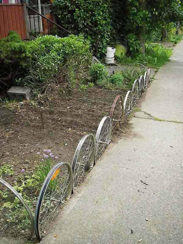 Garden-Bed-Edging-Ideas-Woohome-24